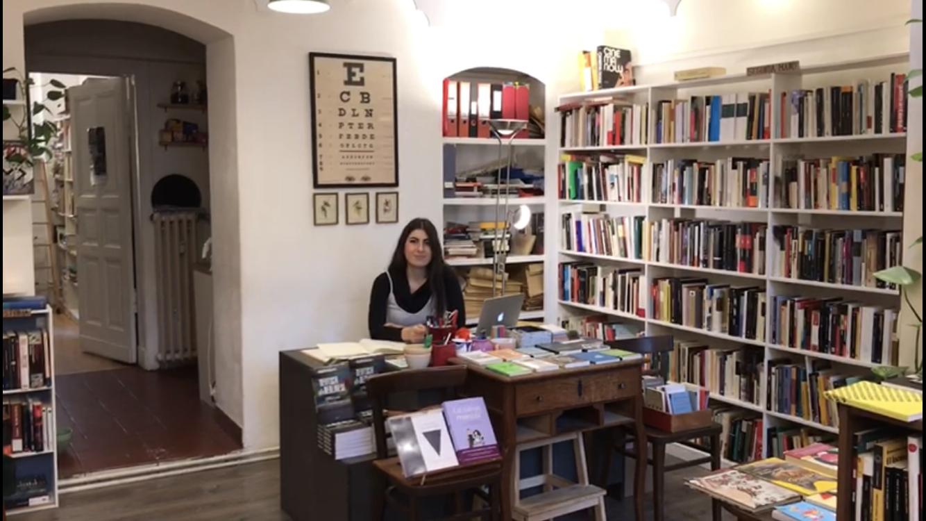 Laura és graduada en història de l'art i té ganes de començar el seu negoci relacionat amb l'art i els llibres a Barcelona
